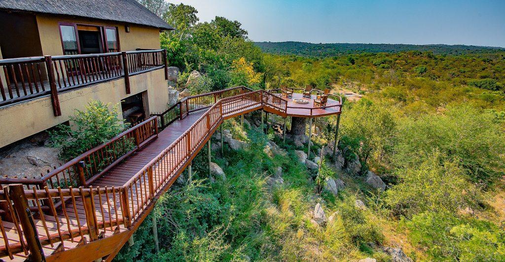 Elephant Lodge è una bush villa immersa nel bush della Balule Game Reserve, parte del Greater Kruger.