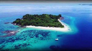 le acque turchesi del mar di smeraldo a Diego Suarez, Madagascar